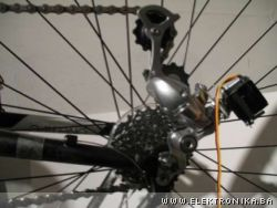 Electronic gear shifter for bicycle
